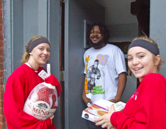 volunteers delivering turkey